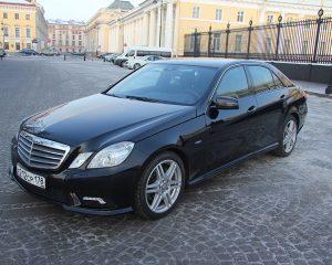 Аренда Mercedes 212 черный на свадьбу в Санкт-Петербурге