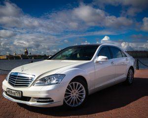Аренда Mercedes 221 LONG Белый на свадьбу в Санкт-Петербурге